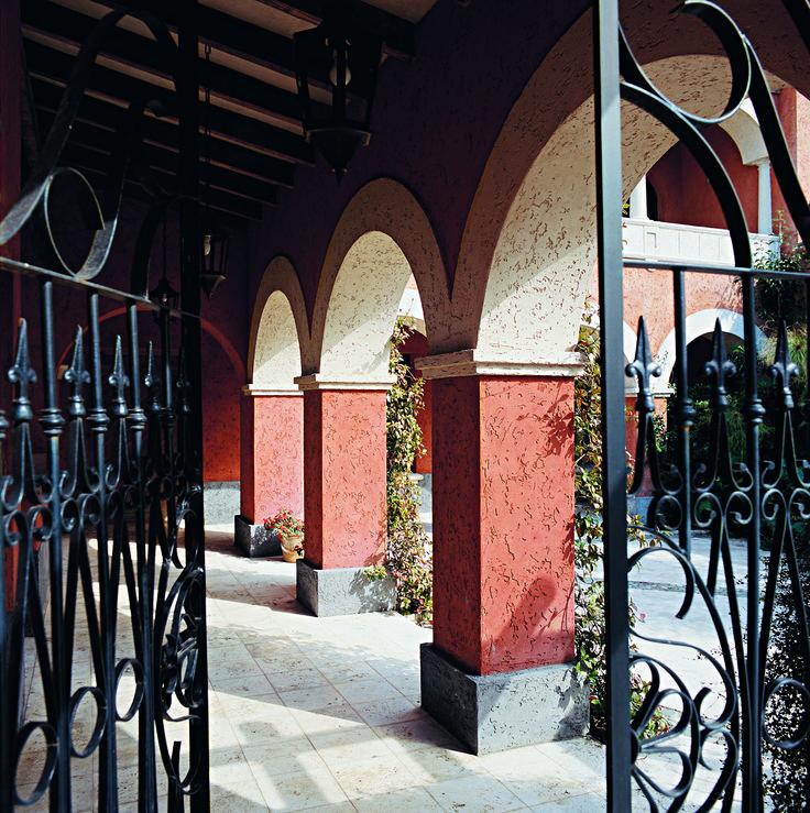 Arquitectura - Paisajismo - Ricardo Pereyra Iraola - Buenos Aires - Argentina - Entrada - Patio - Arcadas - Reja - Casa