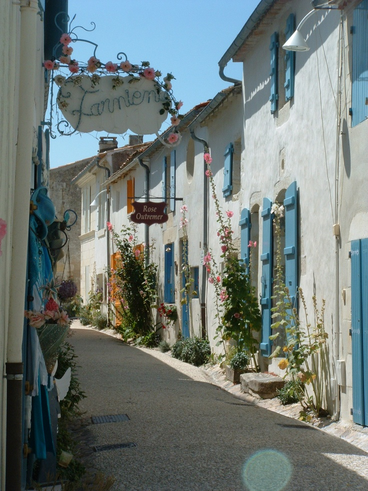 Talmont Sur Gironde, where I used to spend my holiday as a kid.Love it.