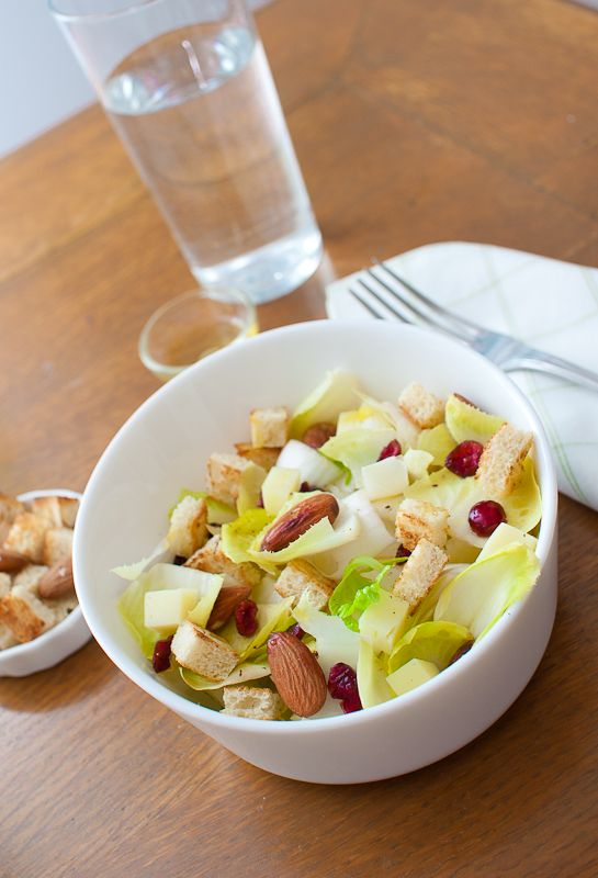 Autumn Salad with almonds and red ribes