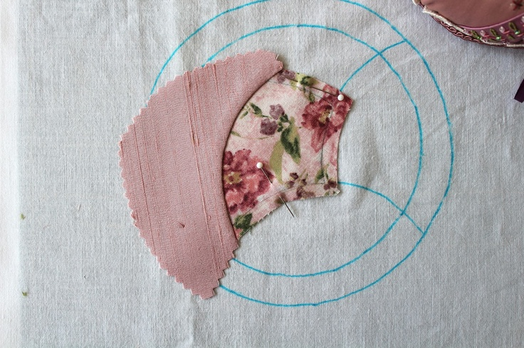Humming Needles: Curved Piecing the Meticulous Way - Tutorial