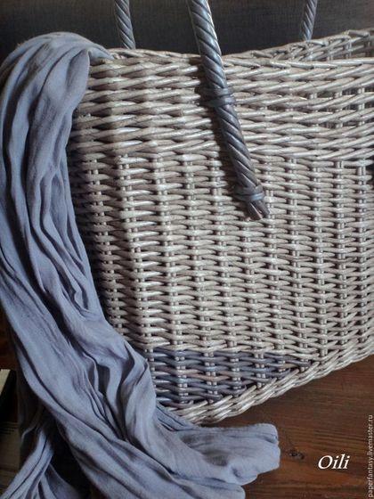 Купить или заказать сумка плетеная 'Каприз' в интернет-магазине на Ярмарке Мастеров. Сумка женская, плетеная. Красивого сероватого оттенка с пастельно голубой вставкой. Авторская работа. Легкая, удобная, стильная. Какое лето без новой ,оригинальной сумки! В этом сезоне плетеные сумки в особо популярны. Эта сумочка абсолютный эксклюзив, сплетена в единственном экземпляре!