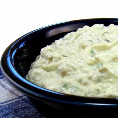 250 gr de queijo gorgonzola   1 cx. de creme de leite   1 copo de requeijão   1 colher de sobremesa de conhaque   ½ xícara de nozez pic...