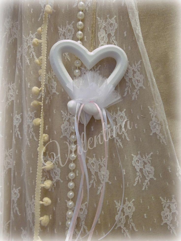 Ξύλινη Καρδια Κρεμαστή με τρια κουφέτα δεμένη!