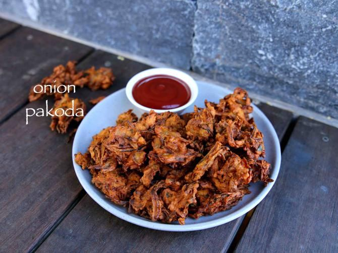 onion pakoda recipe, onion pakora, eerulli bajji, kanda bhaji, onion bhaji with step by step photo/video. perfect evening snack or appetiser with masala tea