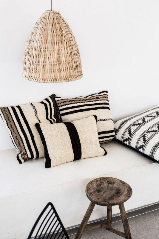 Coussins d'inspiration ethnique // blog.interieuressentiel.com // #decoration #salon #interieur #interieuressentiel
