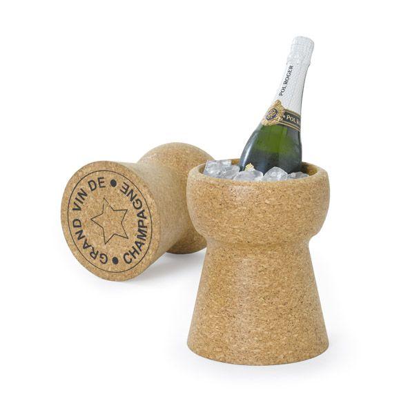 Glacette Sughero XL Cork è un portabottiglie a forma di tappo di champagne che consente di mantenere sempre fresche le bevande, perché completamente resistente all'acqua.