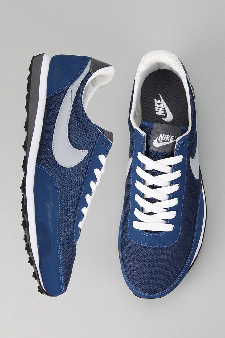 Nike Elite Sneaker - Urban Outfitters
