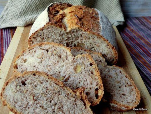 Pane con le noci a lievitazione naturale