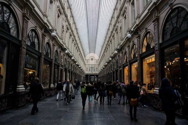 Galeries Saint Hubert, Brussels - Shot on a Canon EOS 1000D, Av, ISO 200, shutter speed 1/100, f/5.6