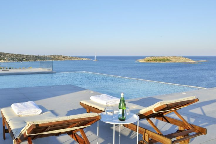 Holiday Villa in Chania, Crete - Imposing lux villa hanging between Marathi and Loutraki bay