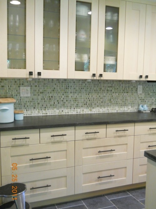 42 Best Backsplash With Glass Tile Images On Pinterest Glass Tiles Bathroom And Bathrooms