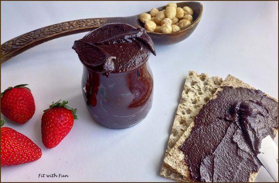 Nutella Fit Crema Spalmabile di Nocciole al Cioccolato. Al primo posto noi mettiamo le Nocciole. Una versione Golosa ma Super-Nutriente!