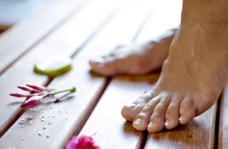 DICAS PARA RELAXAR SUAS PERNAS E PÉS CANSADOS Os pés são uma parte fundamental de nosso corpo  e nem sempre damos a atenção que eles merecem. Quem não chega em casa desejando tirar os sapatos e receber uma massagem nos pés ? Afinal eles sofrem com nossa desatenção: todo o nosso peso sobre eles, longas caminhadas, sapatos apertados, saltos altos….. Tensão muscular, inchaço […] https://www.lineavitta.com.br/dicas-para-relaxar-suas-pernas-e-pes-cansados/