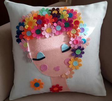 Fab felt design on cushion & Best 25+ Felt pillow ideas on Pinterest   Heart pillow Heart ... pillowsntoast.com