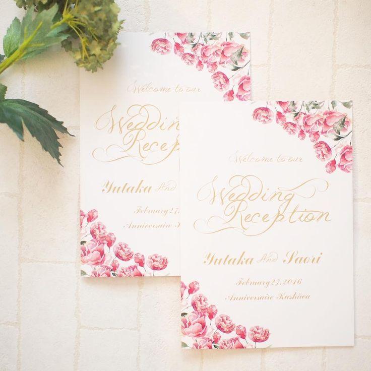 チューリップ柄xゴールドの文字が華やかフェミニン♡♡ ピンクのキュートな席次表一覧。結婚式の席次表まとめ。