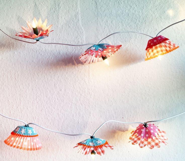 Van cupcake vorm naar lampenkap! Wil jij ook zo'n mooie lampenslinger maken? Neem dan gauw een kijkje op onze blog.