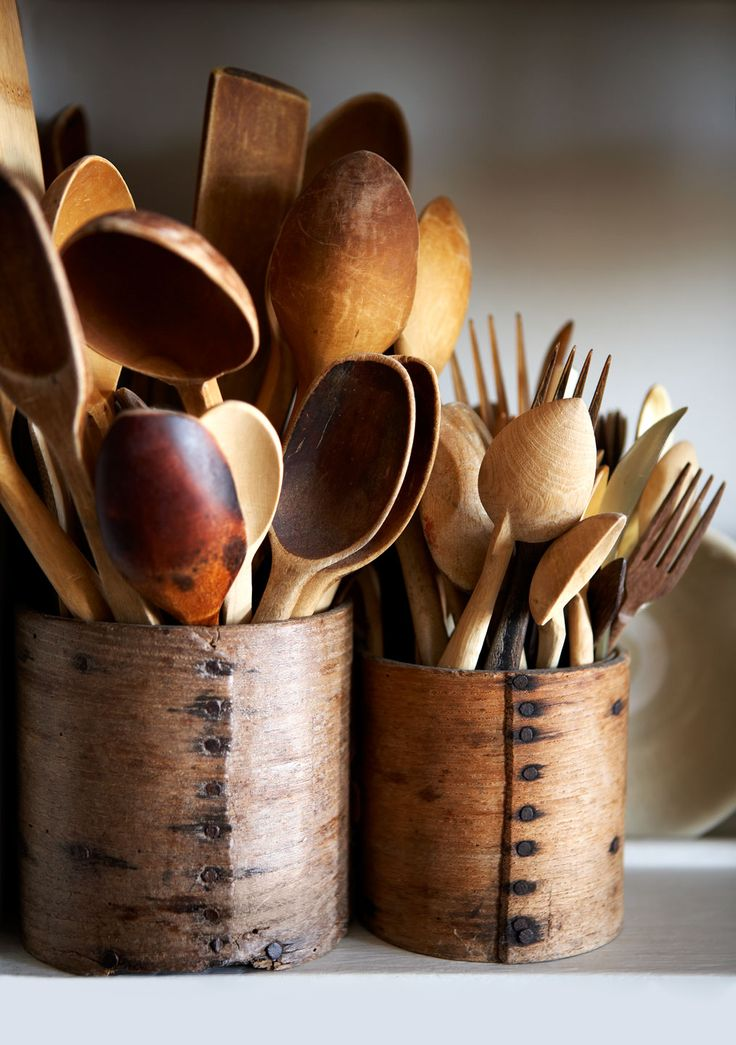 Wooden spoons, dippers and other kitchenware | Photography by Rachel Whiting √
