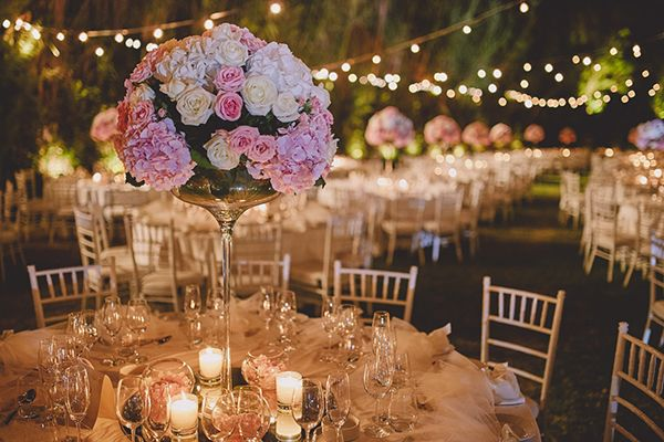 A truly elegant wedding with lovely blush and gold details took place at the stunning wedding venue Island Art and Taste in Athens, Greece. The couple and guests enjoyed the wedding cake and menu prepared by #ARIAFineCatering.