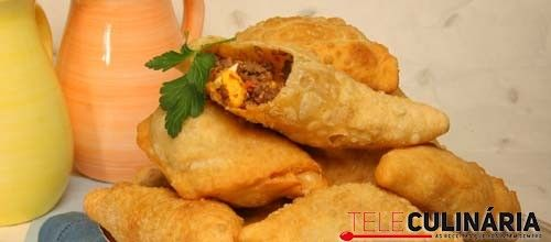 Quando sobra carne uma boa ideia é preparar uns Pastéis de carne  http://www.teleculinaria.pt/receitas/pasteis-de-carne/