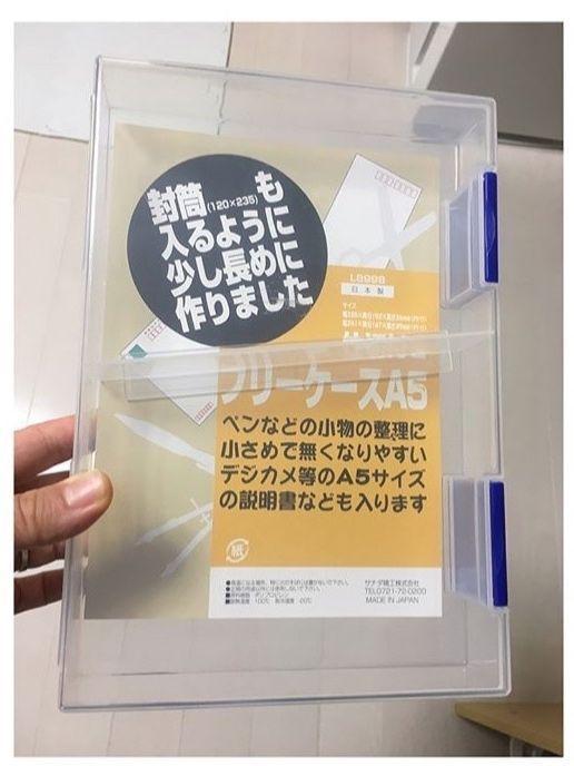 じつはこのケース!中に1つ仕切りがついていて、こんなふうに2つに分けることも👌 例えば、お薬手帳を子ども用と大人用とに分けたりして、中身を分けることでさらに見やすくわかりやすくすることができます٩(๑❛ᴗ❛๑)۶ 左側のケースもセリアのものですが、こちらには絆創膏や消毒液など、救急セットをまとめて収納しています👍 ストレージボックスだと、蓋の開け閉めも簡単ですぐに中身を取り出せるので、薬を使用する頻度などで収納ケースを考えるのも、取り出しやすさのポイントです💡 コツ・ポイント いかがでしたか?꒰*✲゚ᵅั ωᵅั ⋆꒱ たかがお薬収納!されどお薬収納!! 出番が少ないに越したことはないですが、必要な時こそすぐに取り出せなければ意味がありません( ・ั﹏・ั) 見た目だけでなく、使う人や場面に合わせた収納方法を見つけていきたいものです🍀