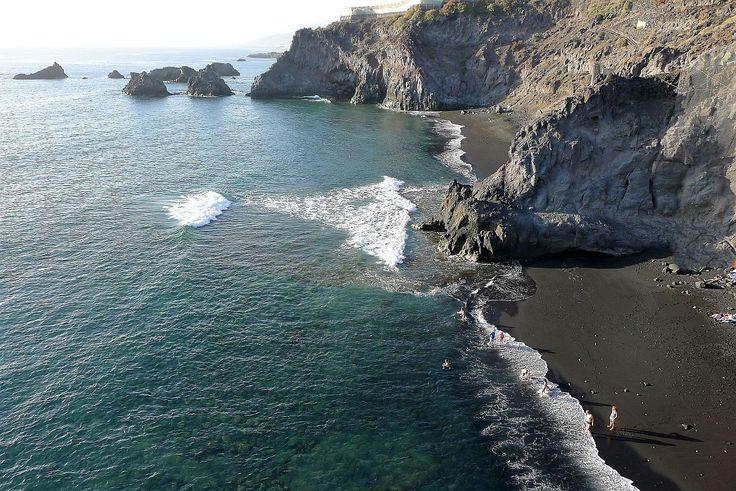 Zwarte lavastrandjes in het zuiden van La Palma.