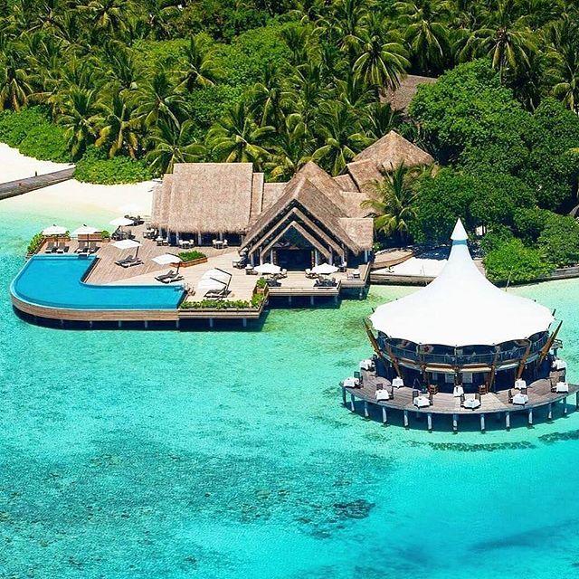 Sunny  Sunday's  Tag your travel  partner!  Baros Maldives  Photo by: @barosmaldives