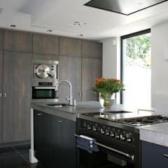 Stoer keukeneiland.: industriële Keuken door Doreth Eijkens | Interieur Architectuur