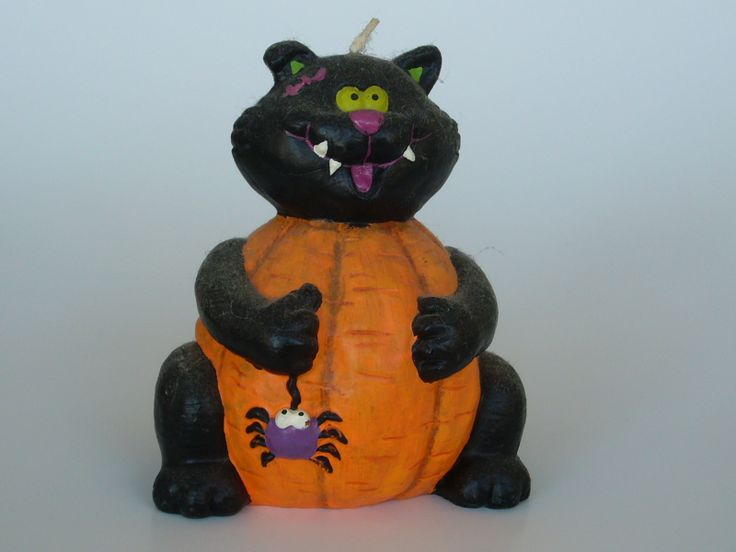Halloween cat candle is a cutie.