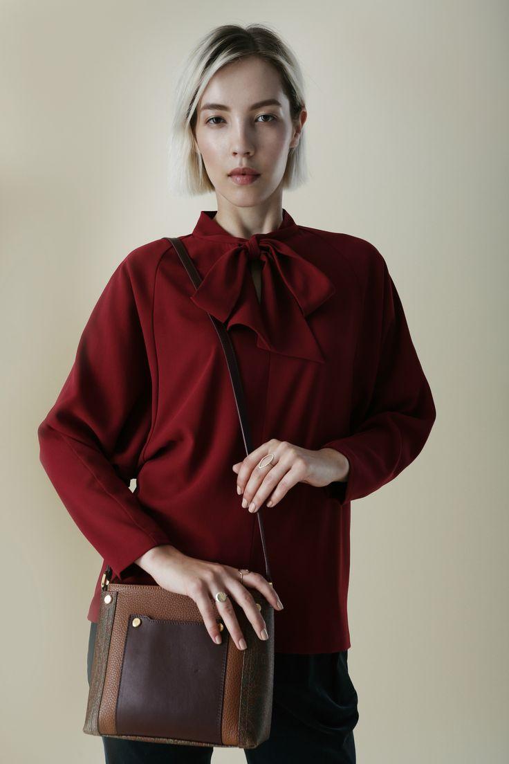 Окунаемся в атмосферу ранней осени с новым lookbook TOPBRANDS.На модели блуза Cyrille Gassiline и сумка Etro. #topbrands #cyrillegassiline #etro #lookbook #fashion
