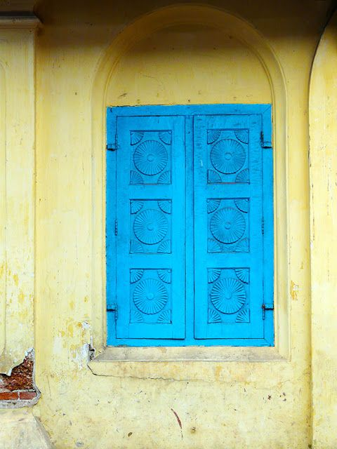 Window shutters - Bazaar Road, Fort Kochi, Kerala, India. © 2016 a kiwindian couple.