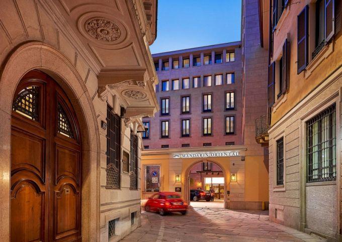 Hotel je situovaný v samém centru Milána a zabírá čtyři zrekonstruované budovy z 18. století, tudíž už samotný příjezd je impozantní