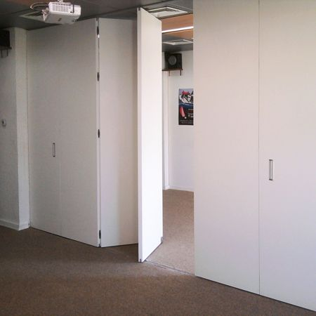 Sistema plegable colgante para puertas de madera de hasta for Guias puertas correderas colgantes