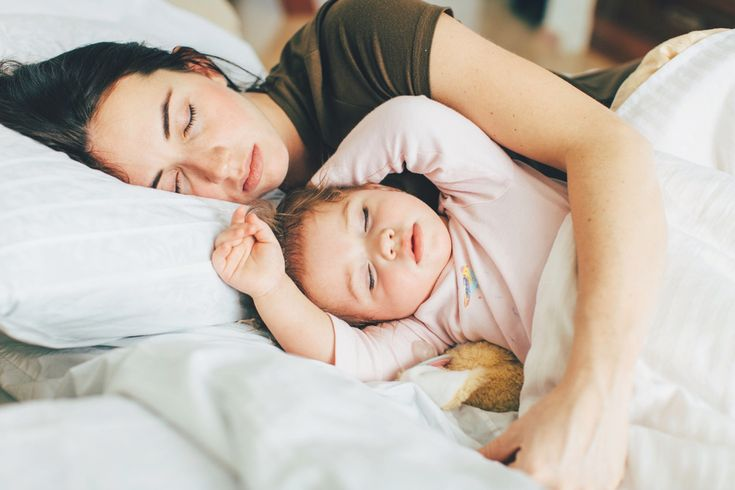 """Slowing Down to Appreciate the """"Lasts"""": mom snugging her baby in bed"""