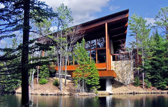 There are some absolutely stunning outdoor wedding venues in Michigan. You have lakes, rivers, mountains, and countryside all at your disposal. Check it out!