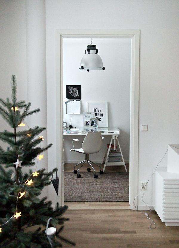 white office via:stil inspiration