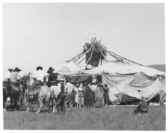 a history of the plain indians in the great american deserts Great plains what is life it is curtis studied native americans in the plateau and the woodlands regions of the west and eighteen of the north american indian.