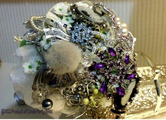 Brooch bouquey by linda_blissparty