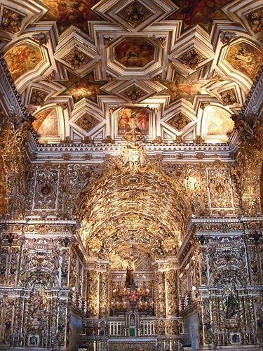 BAHIA (Southeast, Capital Salvador) -The Main Altar. - The St. Francis Church, built in the eighteenth century, is one of the richest in Brazil being the most exuberant of Salvador. Some consider it the most beautiful example of Portuguese Baroque in the world. The interior is all covered in gold and rosewood with carvings depicting angels, animals and flowers.  Photo by Marcelo Aquino.  04