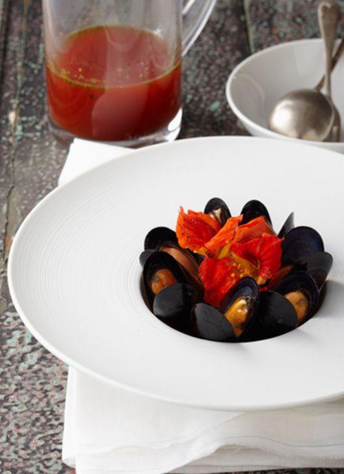 <p>Para servir esta receta utilice un plato hondo no tan ancho, de esta manera logrará que los mejillones conserven su calor. Si es amante de los sabores del mar, no pierda la oportunidad de realizar esta preparación.</p>