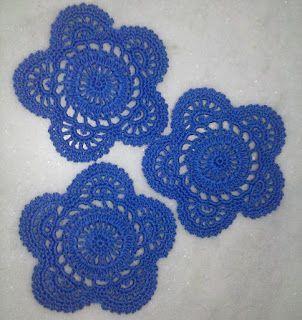 =(^.^)=Rô Tricô e Crochê Mania=(^.^)=: Porta copos ou mini toalhinha em crochet. #crochet #flower