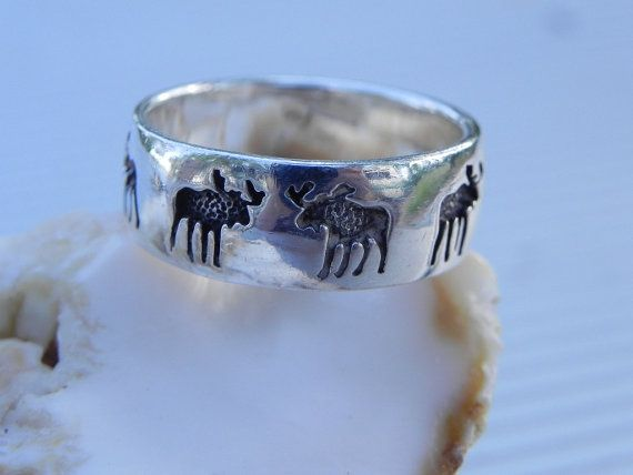 Very awesome and unique looking mens sterling silver band ring. Very comfy band in a size 9 1/2. Hallmarked 925 and in excellent condition. It