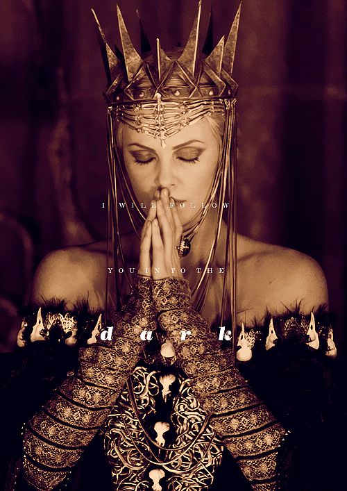 Charlize Theron as Evil Queen Ravenna in Snow White and ...
