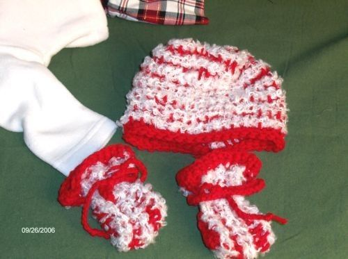 Baby Hat and MITT Set CROCHETED Under 5 by SouthamptonCreations