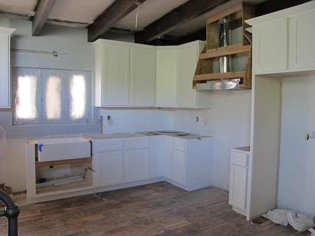 Building in hood over rangeMidcentury Modern, Kitchens Ideas, House Makeovers, New Kitchens, Kitchens Layout, Modern Houses