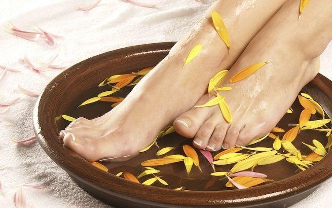 """Tratamiento #Spa #pedicure para las #piernas y #pies cansados.  Se trata de una sesión #relajante de baño de pies, exfoliacion, y #masaje con pedicura meticulosamente tratada, con unos resultados increíbles, como de """"salir flotando""""!!  Sin duda una maravillosa puesta a punto para el #verano."""