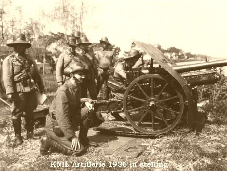 KNIL artillery battery in position (1936)