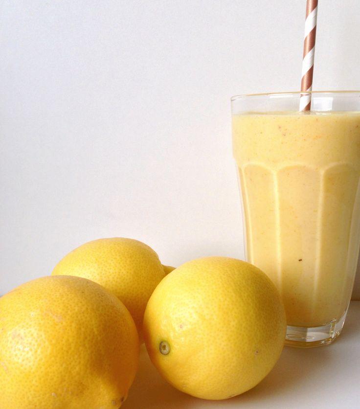 1 person 1 banan 2 dl yoghurt (den du bedst kan lide, gerne neutral uden tilsat sukker) 1/2 dl iskoldt vand (evt. lidt isterninger) 1 tsk. hybenpulver (kan udelades, men bidrager med rigtig meget A-vitamin) 1 tsk. gurkemeje, stødt 1 tsk. honning Saft fra 1/2 citron