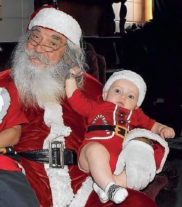 I saw this picture in our local news paper, the Punta Gorda Herald, and thought it was so cute.  This baby has a hold of Santa's real beard and it looks as if he is really tugging.