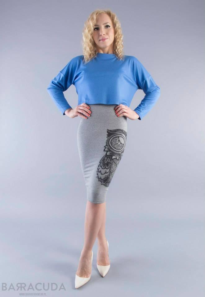 Na zdjęciu: - Błękitna bluzka z długim rękawem - LIMITED spódnica tuba #barracudawear http://www.barracudawear.pl/basic/spodnica-tuba-owl-limited/