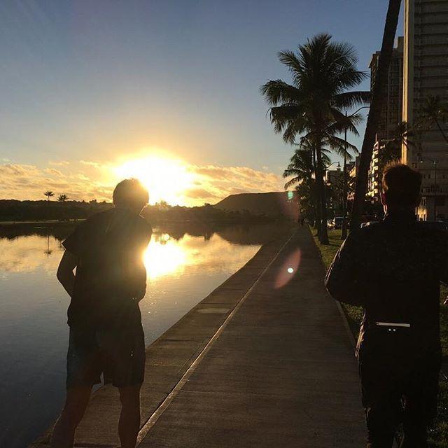 毎年オフ恒例のハワイ自主トレから帰国。明日から新シーズンのトレーニングがスタートします。まずは怪我なく追い込みたいと思います。みなさん舞洲グラウンドで会いましょう。 #ハワイ #自主トレ #9年目かな #パワー充電 #色んな人に会う #写真はしょうごと朝ラン #川崎フロンターレ #谷口彰吾 #たまたま前日会って次の日ランニングしちゃった #ノボリにも二回会った #登里享平 #タサにも会った #田坂祐介 #どんだけみんないるんだよ #あコウスケにも会った #太田宏介 #FC東京 #他にも何人か #楽しいねハワイは #また来年行けますように #頑張ります